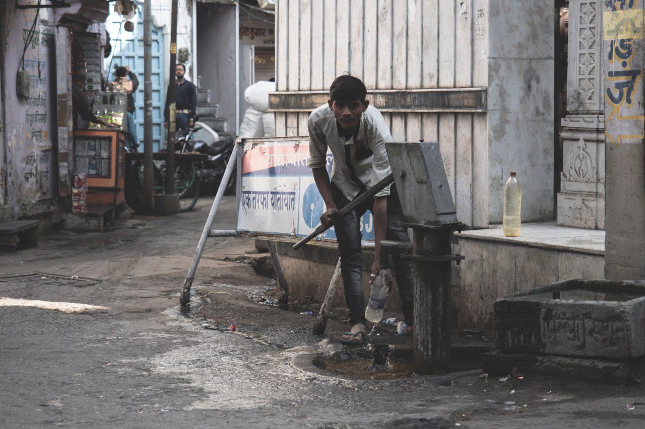 インドの水は危険?水道水の硬度や成分などの生水事情とは