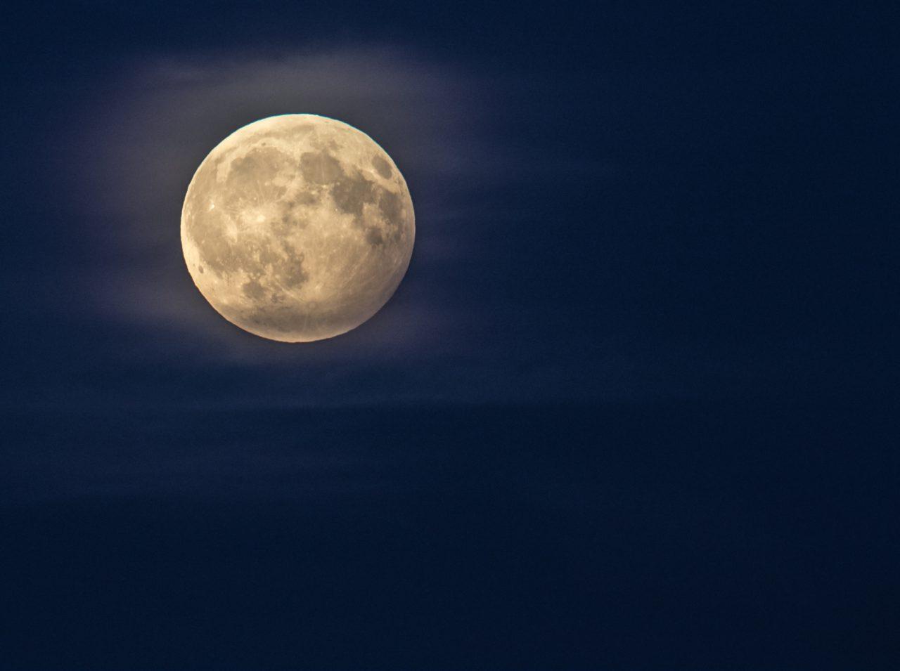 月を象徴するナディ「イダー」