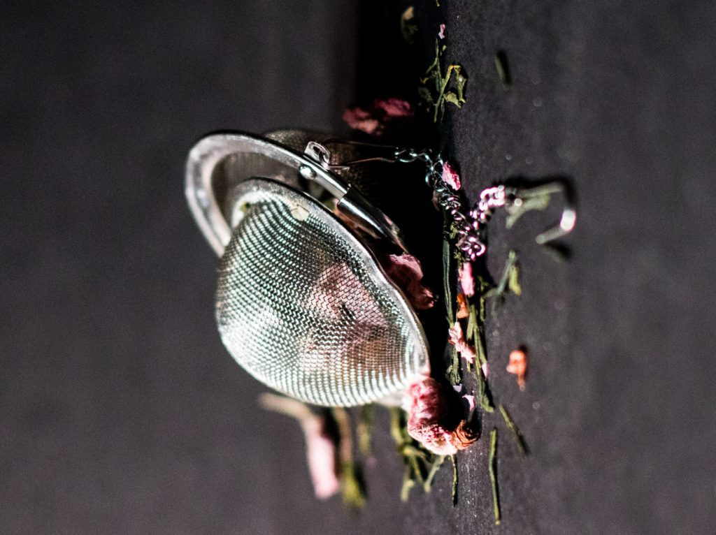 お茶を入れる道具と茶葉