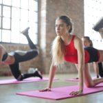 下半身をトレーニングする女性