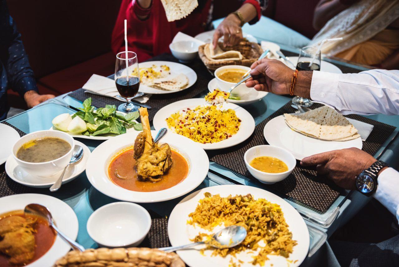 南インドカレーを食べる人