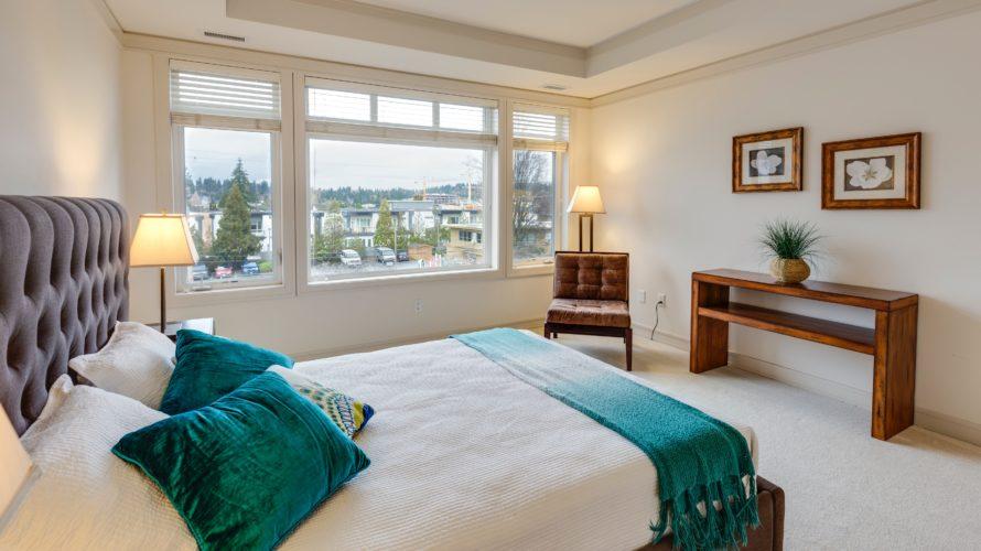 【海外風】ベッドメイキングのやり方!種類の多い枕の名前&使い方でおしゃれな寝室に