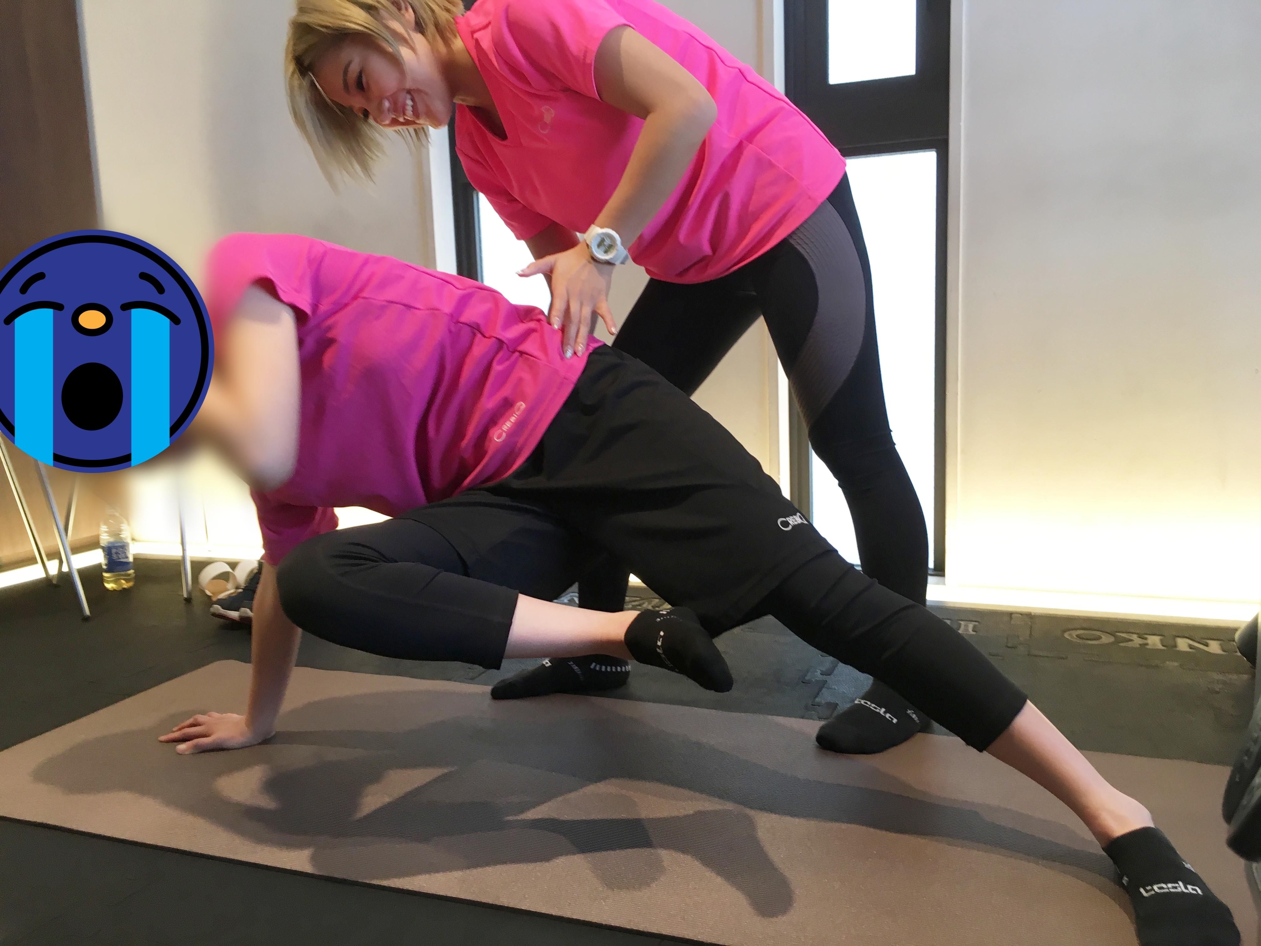 トレーニングする女性とトレーナー