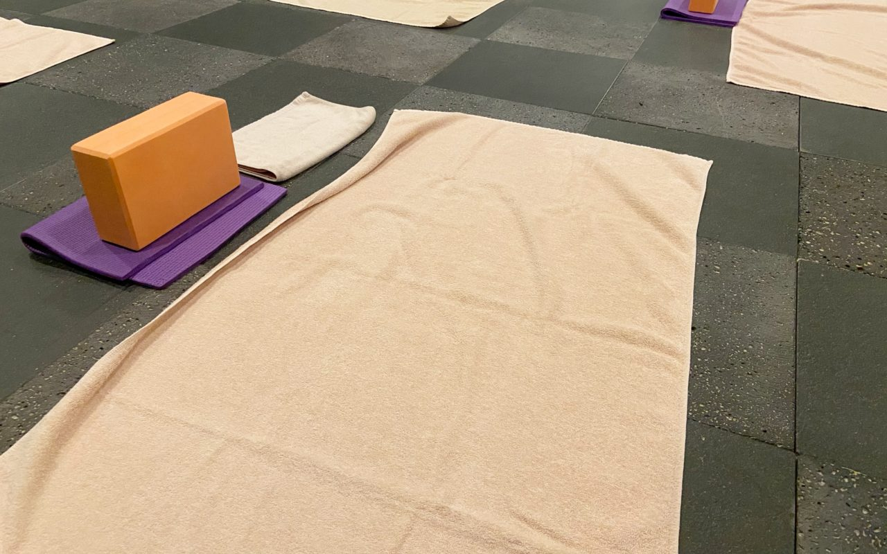 ホットヨガスタジオ美温のレッスンに使うタオル