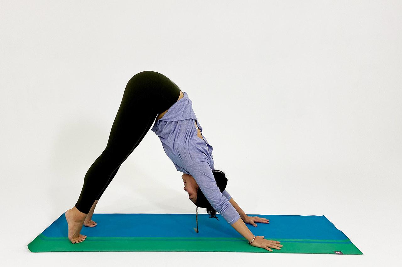 ダウンドッグのやり方④膝を伸ばす
