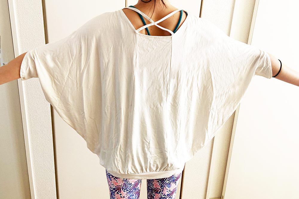 ヨガウェアのドルマンTシャツ
